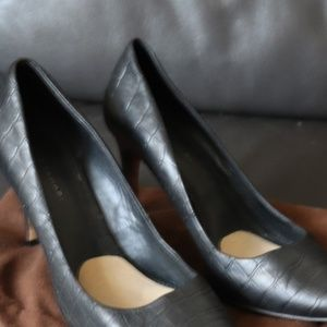 Elie Tahari black croc leather heels size 40